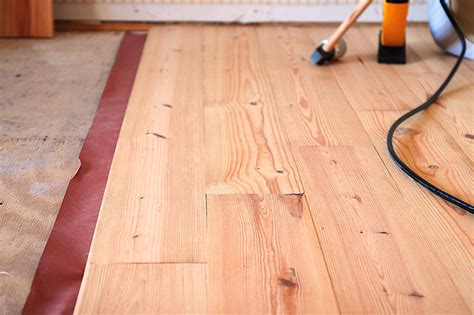 installing the different hardwood flooring materials bee