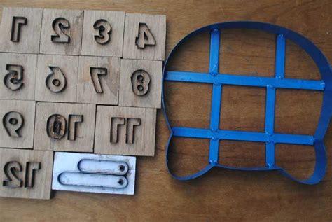 Membuat Pisau Pond jam mainan dari bahan spon barutino sandal