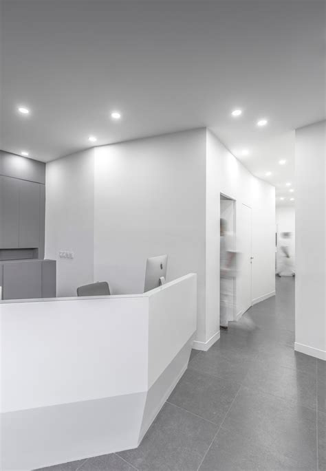 light of the clinic ayeneh office creates angled walls and minimal interior