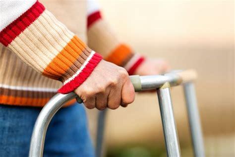 losing balance 10 symptoms of a stroke rm healthy