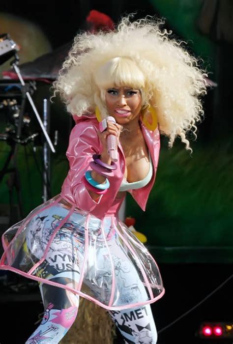Nicki Minaj Wardrobe Malfuntion by Nicki Minaj Boosts Japanese Designer Shojono Tomo In Tv
