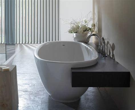 badewanne mit ablage 220 ber 1 000 ideen zu badewanne ablage auf