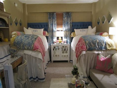 Ole E Living Comfortable by 103 Best Room Ideas Images On College College Apartments And College