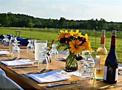 Farm To Table Nyc by Notes On Napkins Farm To Table Dinner In A Kinderhook Field