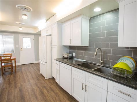 White Cabinets Quartz Countertops Grey Vs White Kitchen Cabinets Quicua