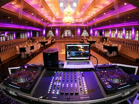 Wedding DJ Services   1 800 Jam Music