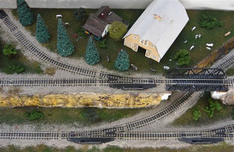 bee s stunning shelf layout model railway layouts plans