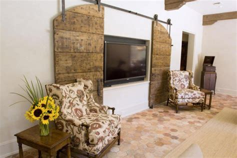 Ways In Which You Can Creatively Incorporate Barn Doors Decorative Interior Barn Doors
