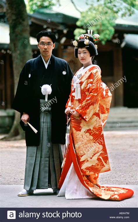 Traditional Wedding Photo Poses by A Japanese Pose For Photos After Their Traditional