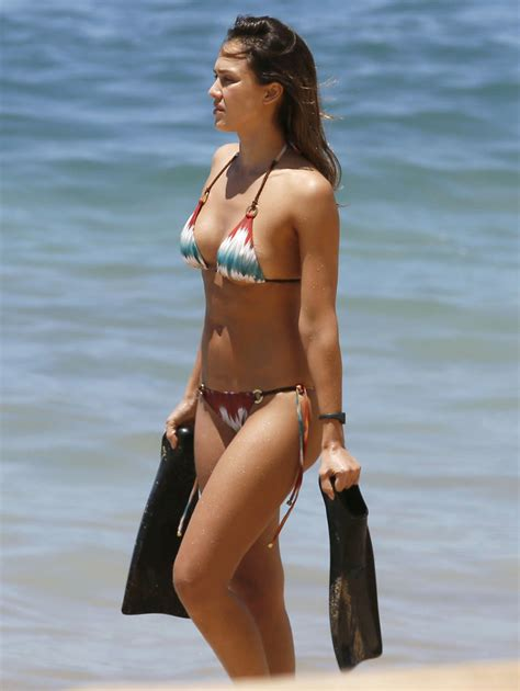 most recent celeb sexys jessica alba wears sexy bikini in hawaii instyle