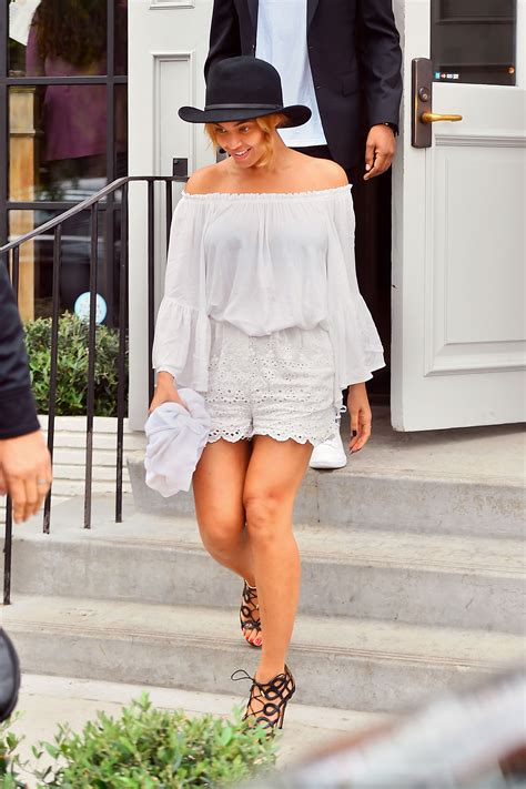 Beyonces Style by Beyonc 233 S Summer Style In Los Angeles Vogue