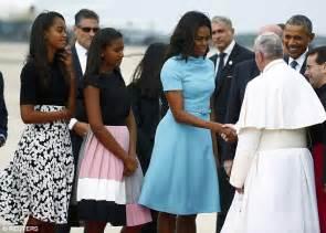 barack obama s wife michelle and daughters sasha and malia