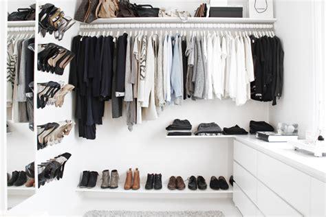 Walk In Wardrobe Cost by Decoraci 243 N F 225 Cil Un Impresionante Vestidor Low Cost Con