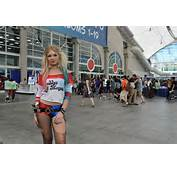 Tech Culture Harley Quinn Steals Cosplayers Hearts At Comic Con 2016