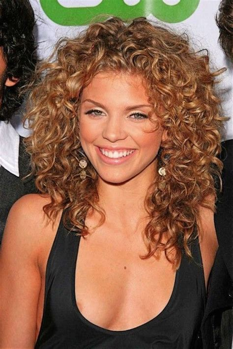 everyday hairstyles for thick curly hair 21 layered curly hairstyles to try everyday feed inspiration