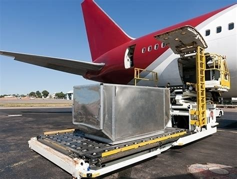 air freight demand declines by 4 7 percent in april