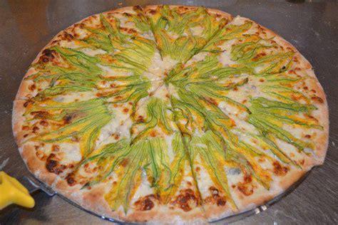 pizza fiori di zucca andrea e piera inventano la pizza al polpo per capoliveri