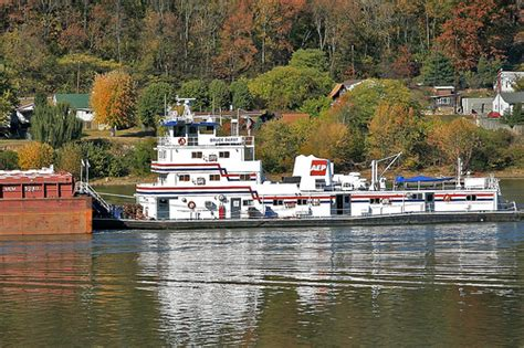 tugboat ohio tugboat on the ohio river flickr photo sharing