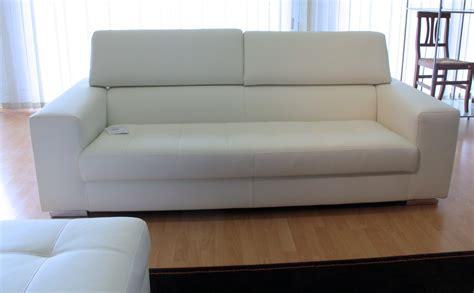 divano grande divano tre posti con pouf grande in ecopelle bianco