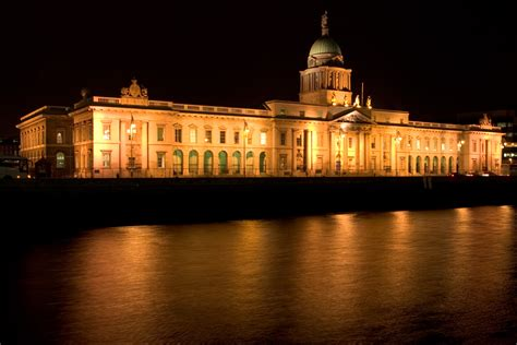 the custom house file dublin custom house at night 2 jpg