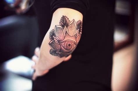 x tattoo eye atractiva codo tatuajes para hombres y mujeres tatuaje club