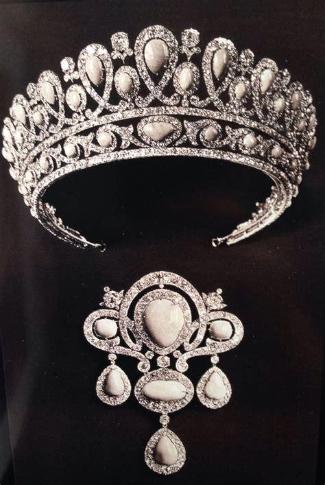 Du Tiara les 1175 meilleures images du tableau tiaras sur couronnes couronnes royales et