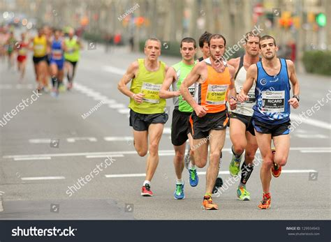 barcelona half marathon barcelona feb 17 group runners barcelona stock photo
