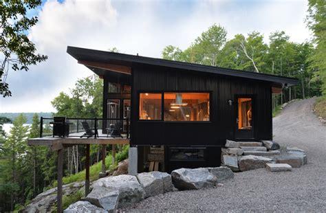 Architektur Ferienhaus by Blackbirch Cottage By St Architecture In Haliburton