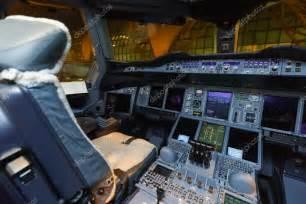 int 233 rieur du poste de pilotage emirates de l avion airbus