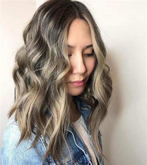 wavy textured lob 35 effortlessly chic medium length wavy hairstyles