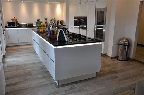 Große Fliesen Verlegen Tipps 5841 by Wohnzimmerschrank Selbst Bauen