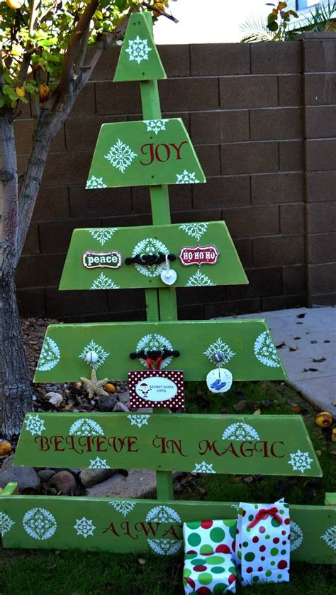 christmas decorations made from wood pallets 25 ideas of how to make a wood pallet tree