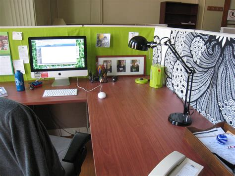 Why It Is Important To Personalize Your Workspace Pei How To Decorate Office Desk