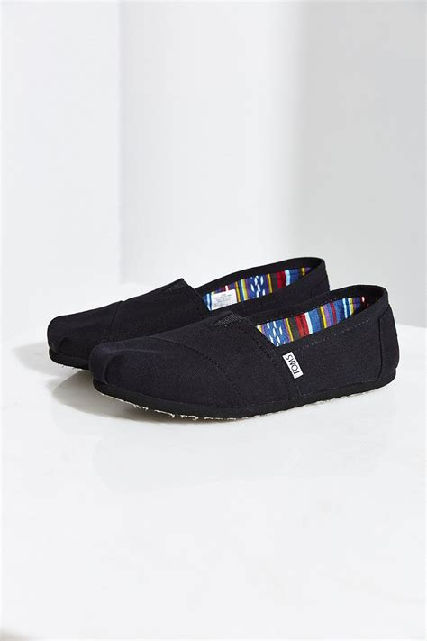 toms black on black canvas s classics slip on shoe