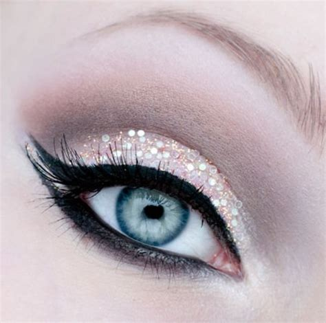 Sparkly Look It Or It by Glitter Eyeshadow
