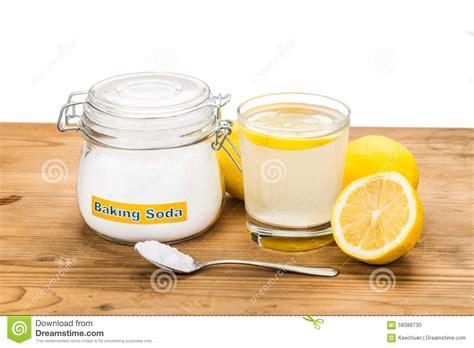 bain de si鑒e bicarbonate bicarbonate de soude avec le jus de citron en verre pour l