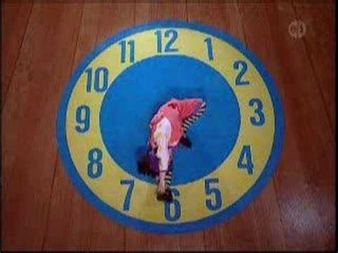 clock rug big comfy the big comfy clock stretch doovi