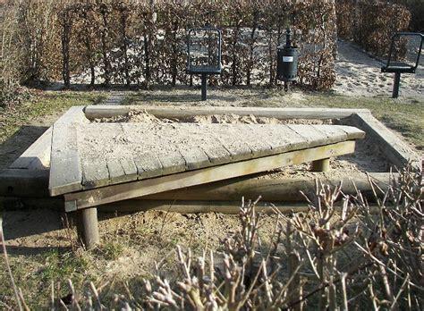 Sandkasten Im Garten by Sandkasten Mit Spielterrasse Anlegen Ideen Mit Holz Gestalten