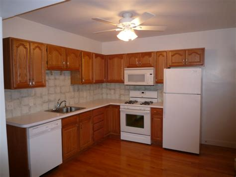 cocinas peque as en forma de l disenos de cocinas con muebles de madera diseno casa