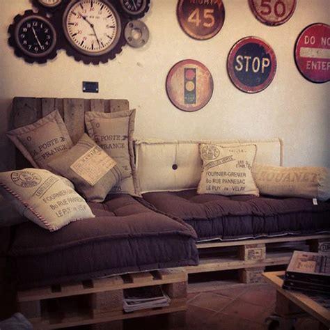 eccezionale Cuscini Divano Su Misura #1: divano-cuscini-trapuntati-tabouret-materasso-a-terra-1.jpg
