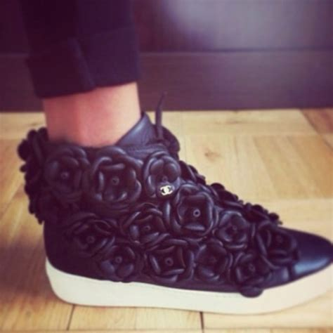 shoes black roses chanel flowers sneakers black sneakers chanel sneakers chanel black