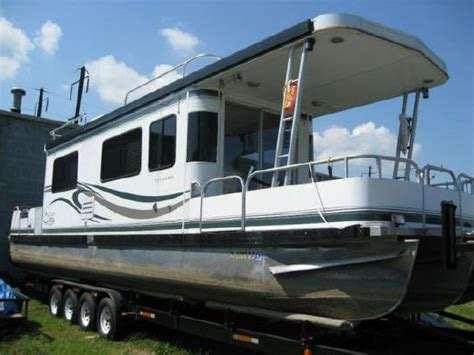 tritoon boat with cabin pontoon with cabin 28 ft sun tracker party hut pontoon