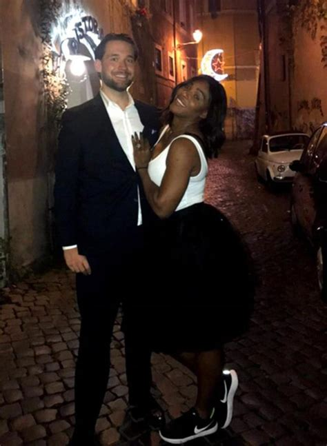 reddit wedding rings showing serena williams flashes engagement ring as she