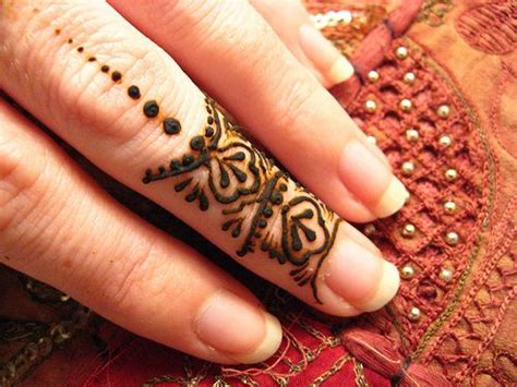 how to do henna tattoos yourself 28 easy and simple mehndi designs that you can do by
