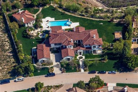 khloe s new house khloe buys justin bieber s house ny daily news