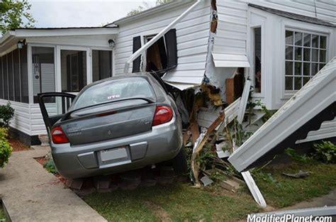 car crashes into house 2004 dodge neon car crash into house