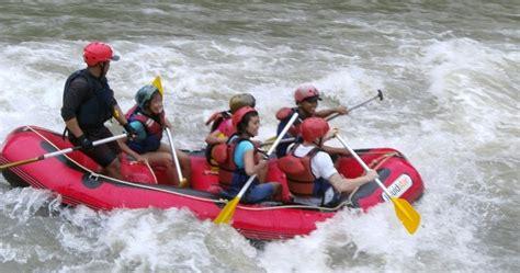 Paket Arung Jeram Murah Arung Jeram Di Magelang Jawa Tengah 1 harga paket rafting di magelang rafting sungai elo arung