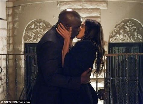 mike colter daughter luke cage s mike colter and rosario dawson film kiss in ny