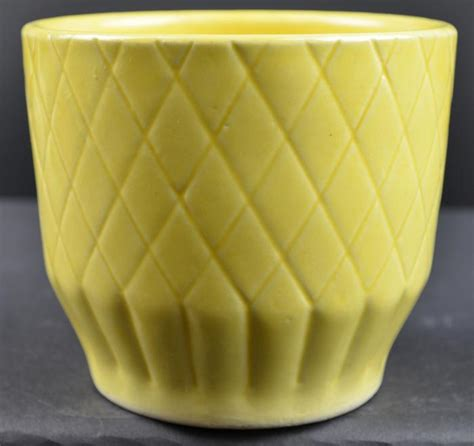 yellow pattern planter shawnee pottery diamond pattern yellow planter 455 4 quot tall