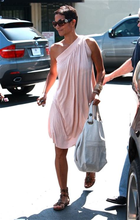 Name Halle Berrys Designer Purse by Halle Berry Leather Tote Halle Berry Handbags Looks